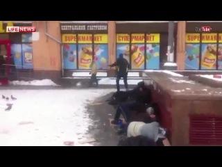 Киевлянин пробежался по бомжам ради славы в соцсетях
