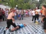 Классное уличное шоу классно танцуют девушке повезло