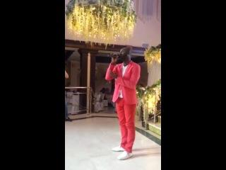 Афроамериканец поёт на кабардинском «Си нанэ дахэ» ☺