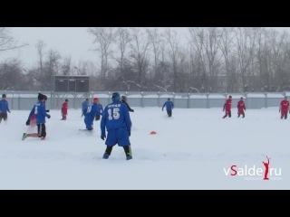 По колено в снегу. В Салде прошёл заключительный матч чемпионата области по футболу