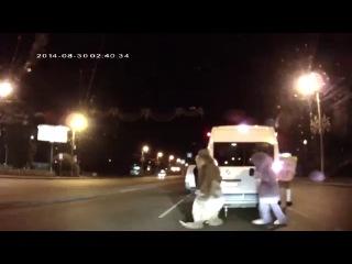 Губка Боб и Микки Маус избили водителя в ходе дорожной разборки