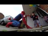 Подарок мечты: папа переоделся в костюм любимого супергероя сына