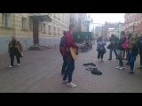 Noize MC на Арбате кинул ребятам 2 косаря (23.09.2014)