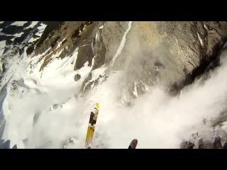 Go Pro. Спуск на лыжах и горный прыжок со скалы с лавиной