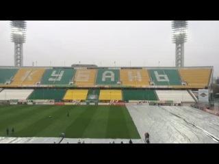 «Краснодар» — «Зенит»: как снимают покрытие с газона