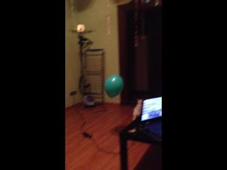 Кот с шариком, ахаха
