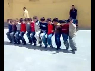 Turk halk oyunlari - Cocuklardan bir guzel halay oyunu
