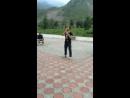 этот парень просто нереально хорошо танцует