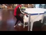 Канада, аэропорт, парень отжигает Amélie на фортепиано