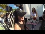Интервью Шеннен Доэрти и Холли Мари Комбз на марше за освобождение косатки Лолиты из Сеаквариума Майами 17 января 2015