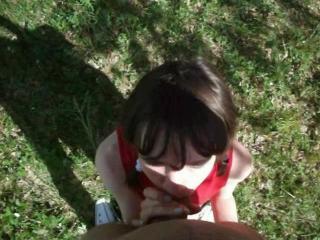 Русская девушка в лесу учится делать минет фото 166-511