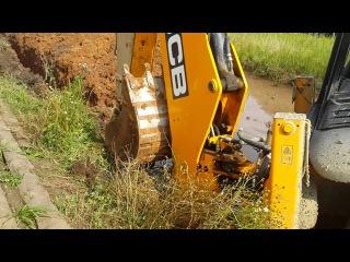 трактор эксковатор погрузчик Jcb 3cx работа стройка