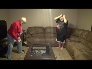 Злой дедушка ломает приставку PS4