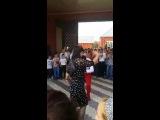 негр танцует лезгинку