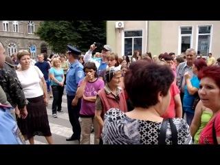 Мобилизация-3. Мукачёво. Женщины возле военкомата протестуют против мобилизации их мужчин. Часть 2. 29 июля 2014