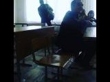 Побег с урока,пока учитель не видит))