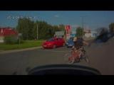 Жуткая авария с велосипедистом и пешеходом