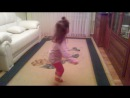 Анечка танцует!
