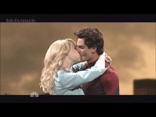 Emma Stone, Andrew Garfield SNL: Трудности сцены поцелуя Гвен Стейси и Питера Паркера  Как тяжело снять сцену поцелуя и передать всю страсть между персонажами на экране? Очень сложно...