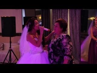 Свадьба. Песня невесты для любимой мамочки. 05. 07. 2014. Невеста поет для мамы. мамины руки.