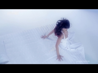 Алисия - Официално чужда (2013)