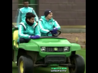 Nemanja Matic driving a buggy around Cobham with Diego Costa | vk.com/CFCRussia