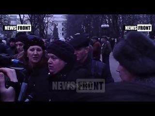 пенсионерка: Яценюк - убийца (03-12-2014)