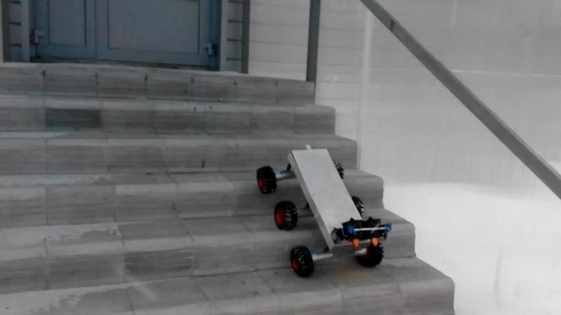 6WD и импеллер подъем по лестнице
