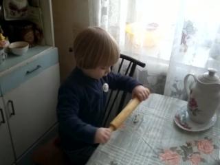 в гостях у пробабули с папой и бабулей) или я пеку, пеку, пеку))