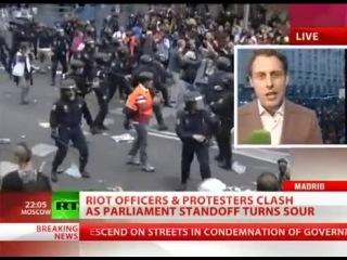 RIOT POLICE & PROTESTERS in BRUTAL CLASHES outside parliment in Madrid [DEMOCRACY KIDNAPPED]