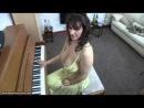 Учительница музыки с огромными буферами. А вы слушаете что она говорит или смотрите на грудь