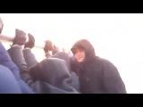 Пассажирам пришлось толкать самолет Ту-134, примерзший к взлетной полосе