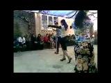 ► Кавказ дагестанская свадьба. Где-то в Дагестане, красивая, милая, супер дагестанка танцует лезгинку. Дагестаночка лучшая