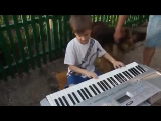 ЛАСКОВЫЙ МАЙ ЖИВ ! ВОТ ОН ! В ЛИЦЕ СЛЕПОГО МАЛЬЧИКА Маленький талант из Крыма