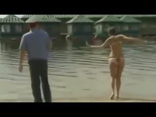 девушка здесь купаться запрещено …!