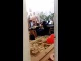 Юлю расколбасило :D я просто шла с кухни и решила снять что она там делает XD сама того не ведая сняла вот это видео :D