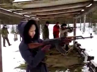 БАБА С АК-47 СМЕШНО И СТРАШНА