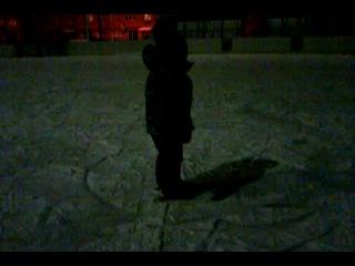 сына катается на коньках впервые!