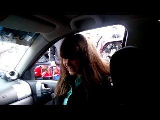 Девочка первый раз села в такую машину))