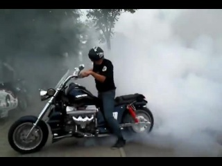 Daaayam! That's a serious burnout by the Boss Hoss!