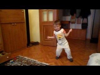 Мой зайчик танцует для своего братика.