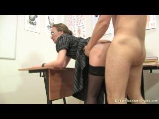 Выебал новую учительницу после уроков русское порно видео фото 375-838
