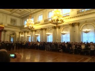 9 декабря в Георгиевском зале Эрмитажа. М.Б.Пиотровский входит