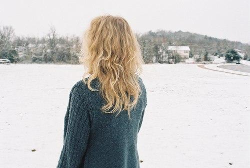 Фото красивых девушек на аву со спины зимой