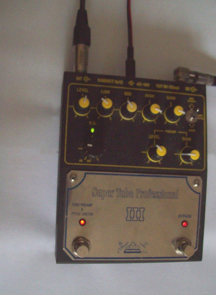 Ламповый двухканальный преамп на 2х лампах 6Н2П ЕВ.  Два выхода: один для комбоусилителя другой с комбоэмулятором.