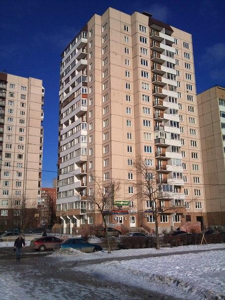 Однокомнатная квартира на Прибрежной улице дом 11, общей площадью 43 кв.м. Площадь кухни 12,6 кв.м., площадь...