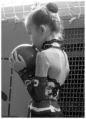 Детские танцевальные костюмы ручной работы.  Художественная гимнастика.