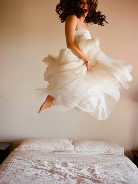 Туда/назад.  Стильные идеи пышных свадебных платьев.