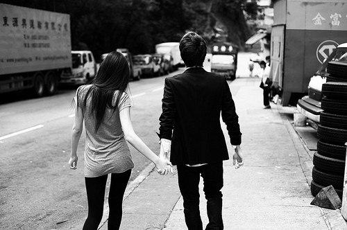 Тысяч любящих пар поцеловались