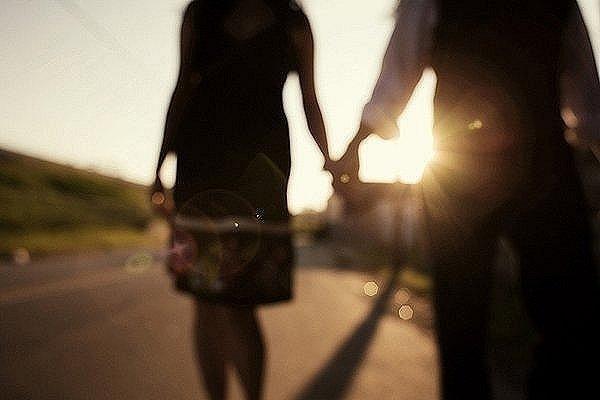 Мы вспоминаем о прошлом, мечтаем о будущем.,но никогда не научимся ценить настоящее.